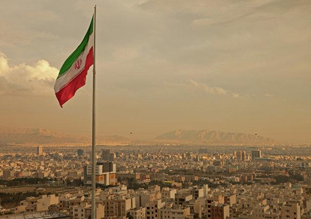 Teerã anunciou hoje um teste com o novo míssil balístico de produção própria Hormuz-2