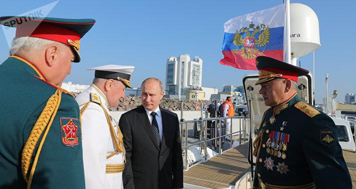 Presidente da Rússia, Vladimir Putin, participa das celebrações dedicadas ao Dia da Marinha