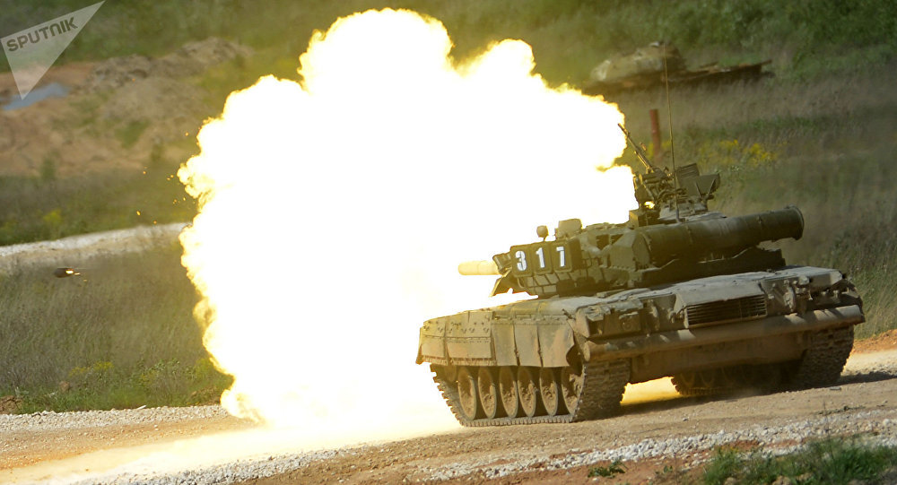 Tanque T-80 durante a mostra de técnica no âmbito da preparação para o fórum internacional técnico-militar Exército 2015