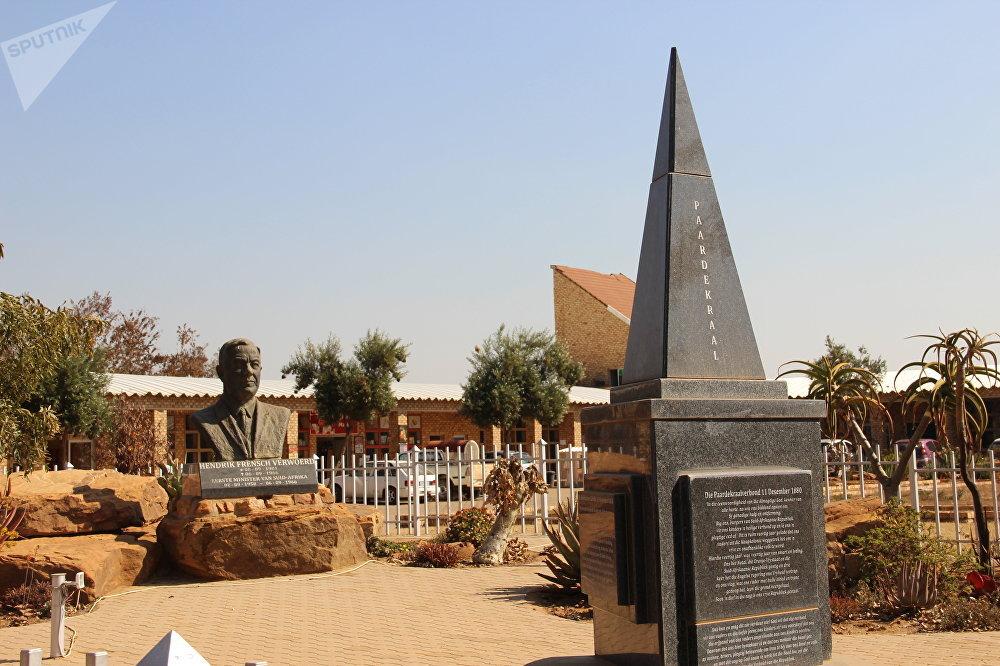 Monumentos na entrada de Kleinfontein