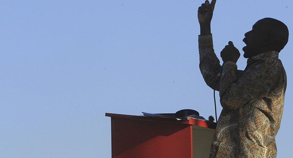 Líder do principal partido de oposição do Zimbábue, Nelson Chamisa, se dirige ao público em seu último comício antes das eleições presidenciais de 2018.