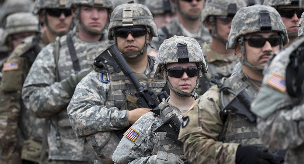 Soldados norte-americanos participam de cerimônia de abertura do exercício militar Iron Wolf 2017, na área de treinamento em Pabrade, ao norte da capital lituana de Vilnius, em 12 de junho de 2017