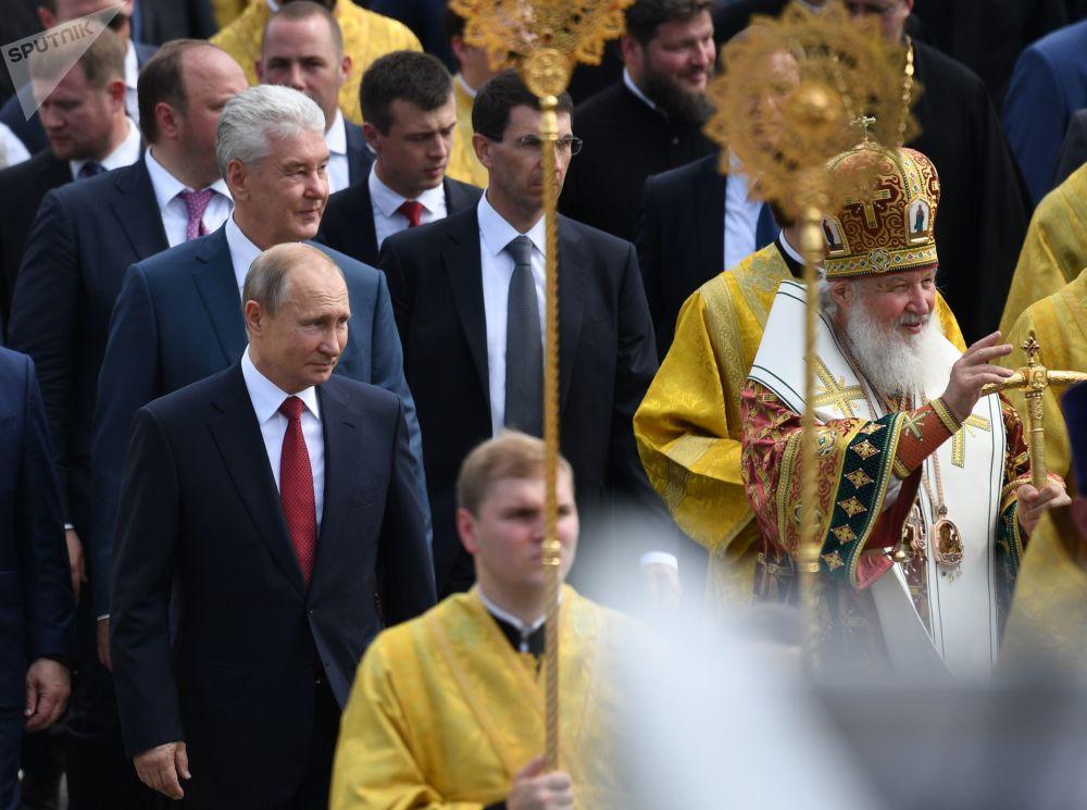 Presidente russo, Vladimir Putin, e o Patriarca de Moscou e Toda a Rússia, Kirill, participam de um evento dedicado ao 1030º aniversário de batismo da Rússia