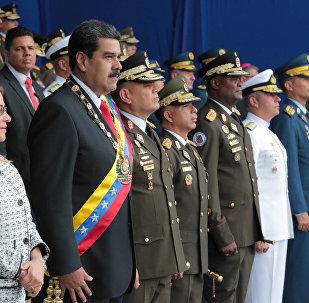 Presidente da Venezuela e sua esposa durante as comemorações dos 81 anos de criação da Guarda Nacional Bolivariana (GNB)