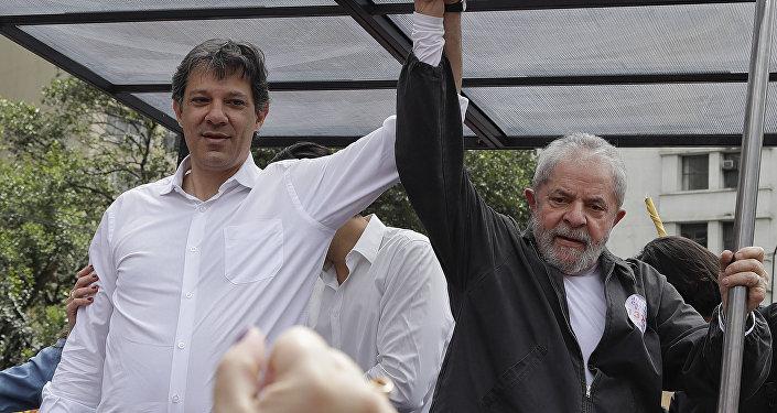 Lula e Fernando Haddad durante a campanha para as eleições municipais de 2016, em São Paulo.
