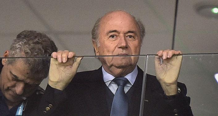 Joseph Blatter acompanha a partida Honduras vs Equador na Arena da Baixada em Curitiba durante a Copa 2014.