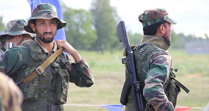 Militares paquistaneses se preparam para a estafeta do concurso Desantny Vzvod (Pilotão de Desembarque), em Pskov