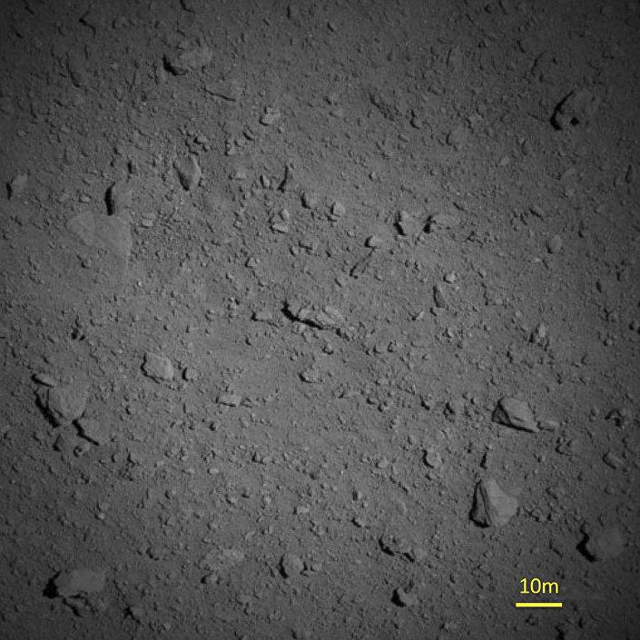 Imagem da superfície do Ryugu a menos de 1 quilômetro de distância