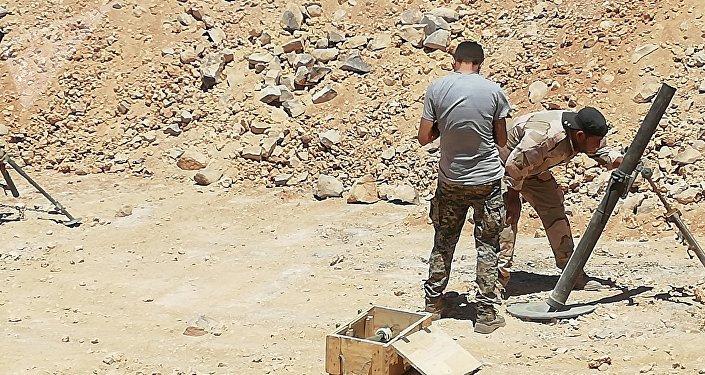 Militares sírios no deserto de As-Suwayda