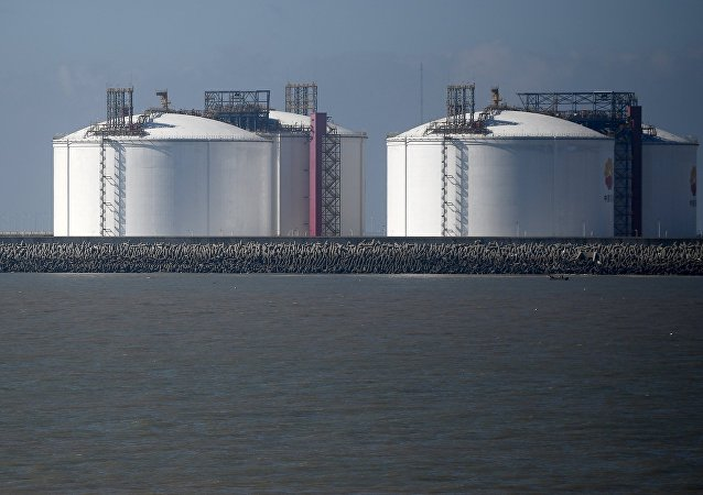 Tanques de armazenamento de GLP num porto chinês