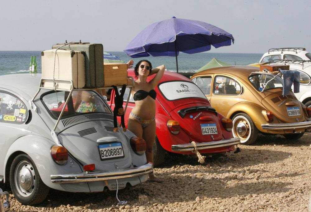 Evento de um clube de automóveis antigos em uma praia de Naqoura, no Líbano