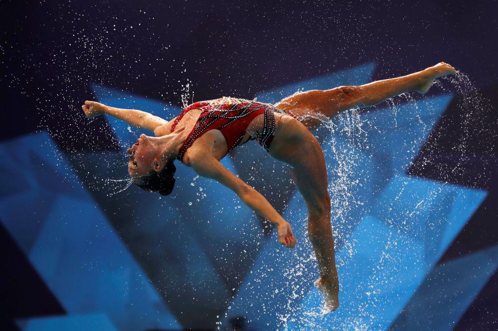 Atleta israelense participa da final do Campeonato Europeu de Nado Sincronizado, na Escócia