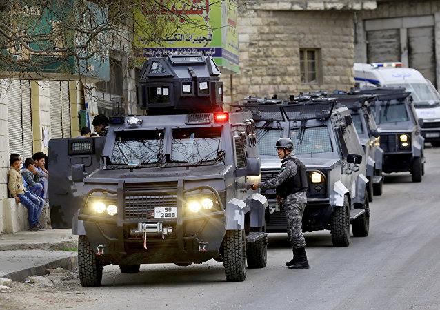 Forças de segurança jordanianas fazem patrulha após um ataque no centro de Irbid, ao norte de Amã, Jordânia, em 2 de março de 2016