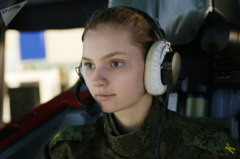 Cadete nas aulas no complexo de treinamentos de voo da Escola Superior Militar de Aeronáutica de Krasnodar