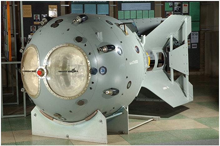 Maquete da primeira bomba atômica soviética RDS-1