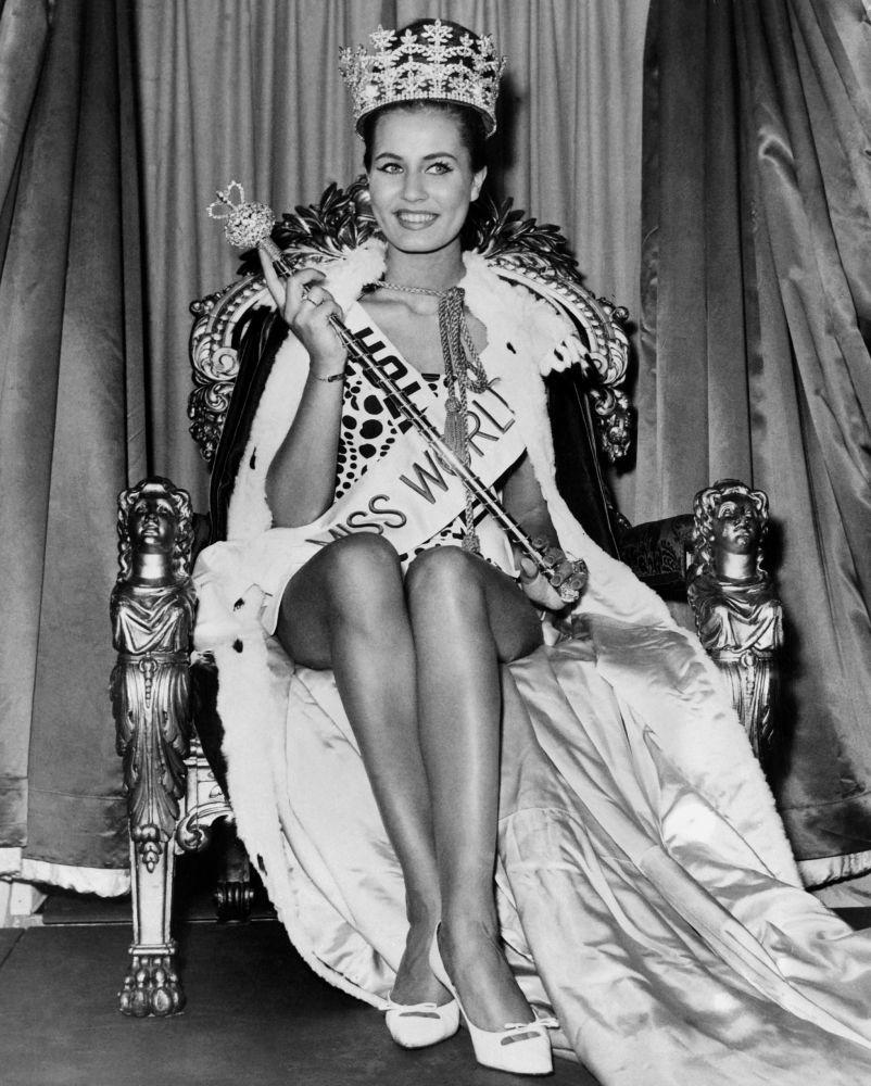 Miss Mundo 1962 e representante da Holanda, Catharina Lodders, em Londres