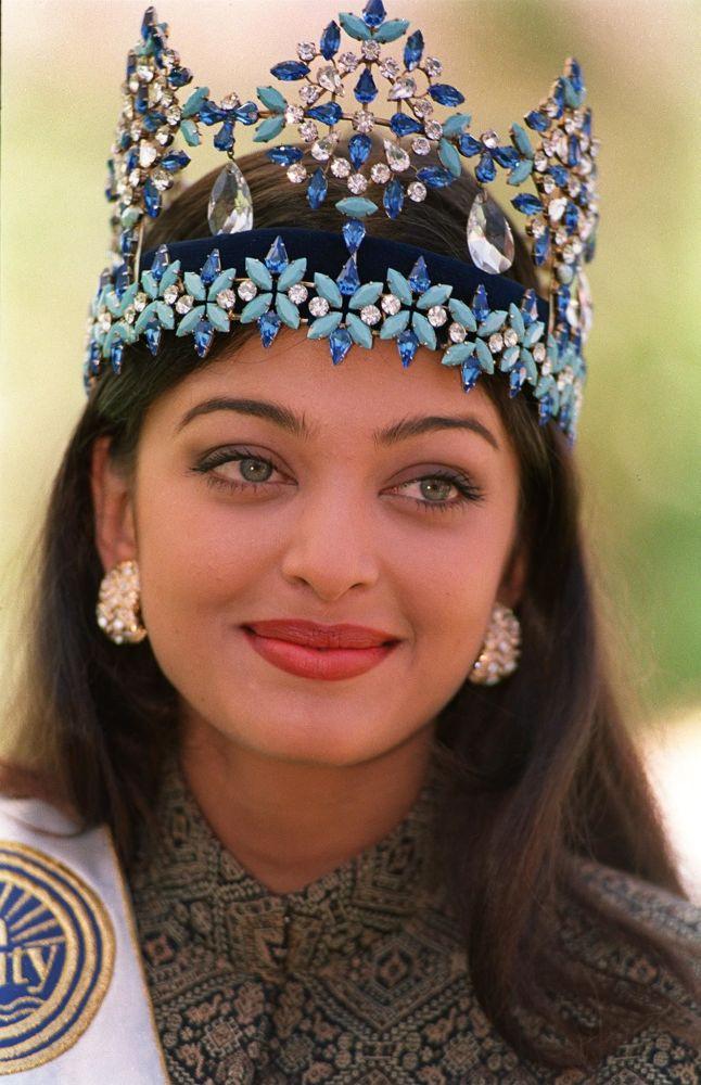 Modelo indiana e Miss Mundo 1994, Aishwarya Rai, posa para fotos no dia da sua vitória, em Sun City, na África do Sul