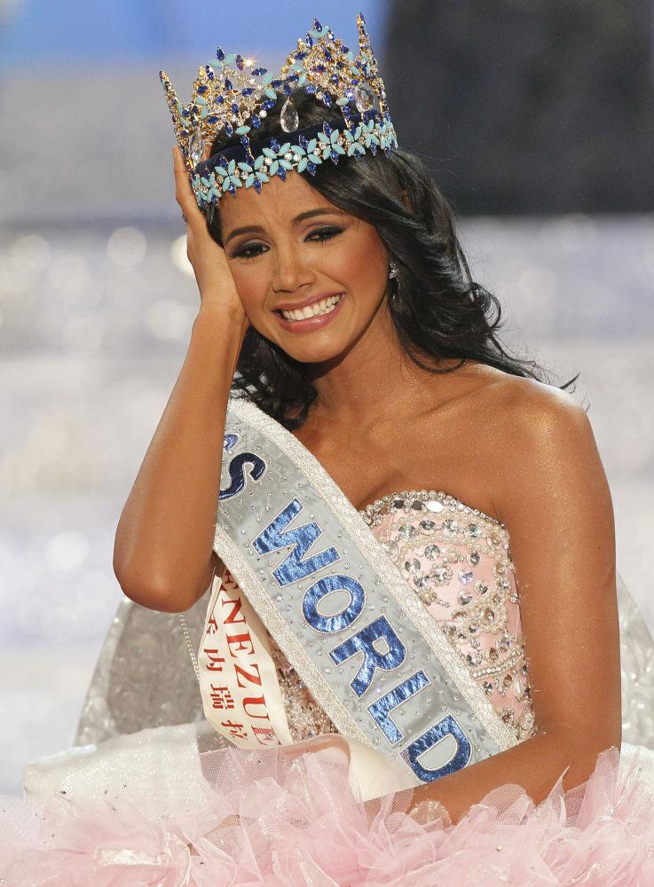 Modelo venezuelana, Ivian Sarcos, reage à sua vitória no concurso Miss Mundo 2011, em Londres