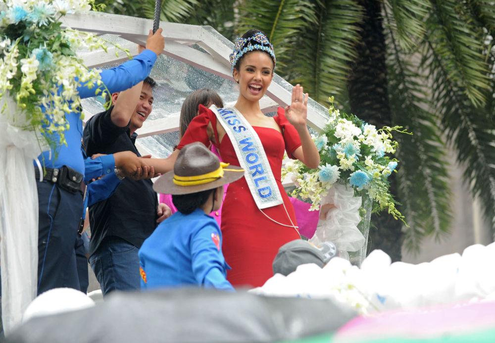 Modelo filipina, Megan Young, chega a Manila após vencer o concurso Miss Mundo 2013