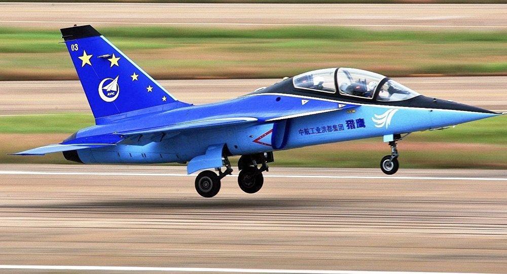 Avião de treinamento avançado L-15, foto do arquivo