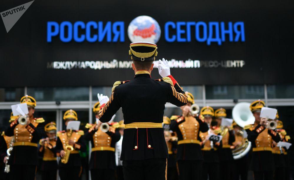 Apresentação da Orquestra Militar Central do Ministério da Defesa da Federação Russa na Agência Internacional de Informação – Russia Today, em 16 de agosto de 2018