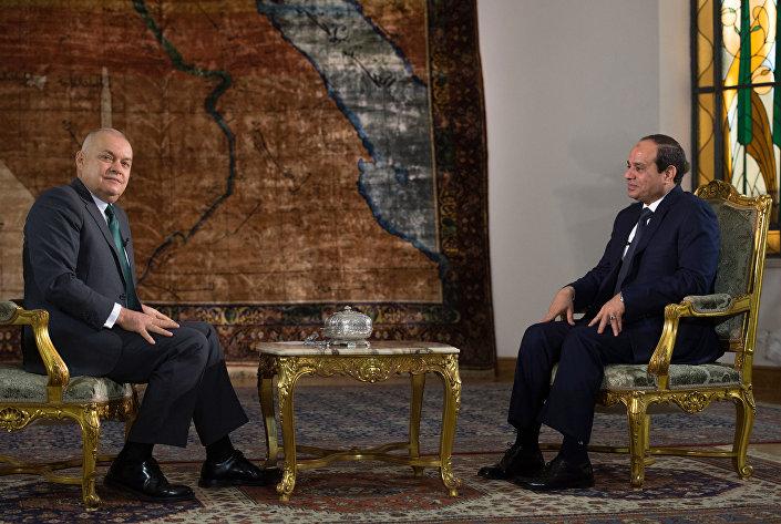 Dmitry Kiselev entrevista Abdel Fattah al-Sisi, presidente do Egito