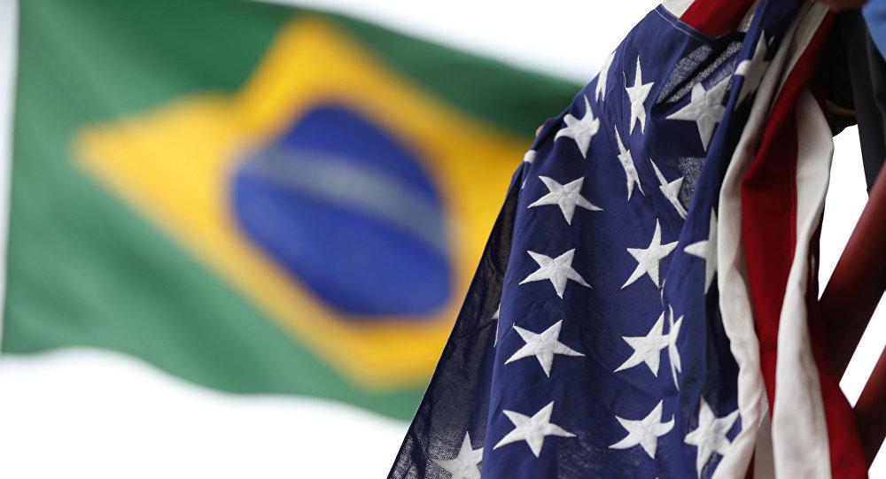 Bandeiras do Brasil e dos EUA