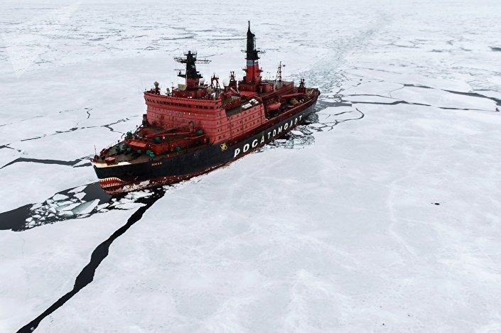 Quebra-gelo nuclear Yamal durante pesquisas no mar de Kara, que fizeram parte da maior expedição mundial ao Ártico