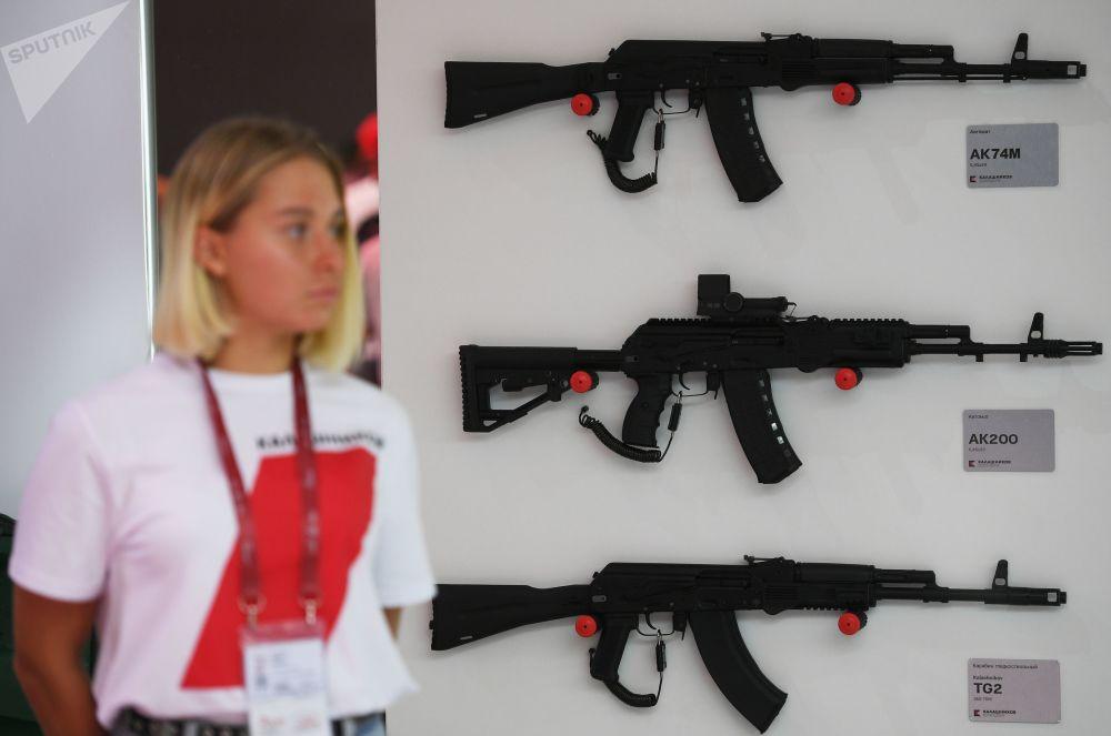 Novos fuzis de assalto apresentados pelo consórcio russo Kalashnikov no âmbito do Fórum Internacional Técnico-Militar EXÉRCITO 2018