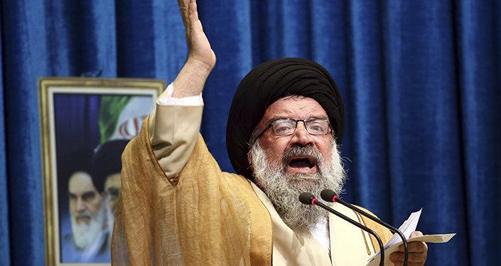 Clérigo iraniano Ahmad Khatami proferindo um sermão durante uma cerimônia religiosa em Teerã, junho de 2018