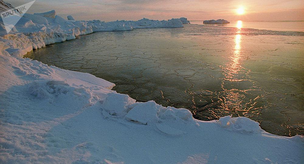 O pôr do Sol no Ártico