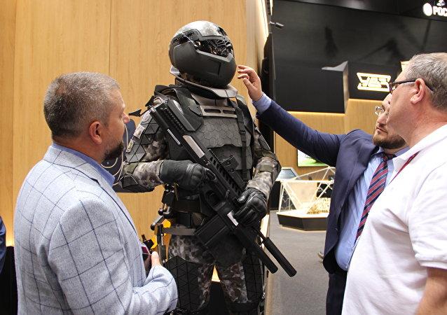 Equipamento militar Sotnik, também chamado de equipamento de soldado do futuro, é mostrado durante o fórum militar EXÉRCITO 2018