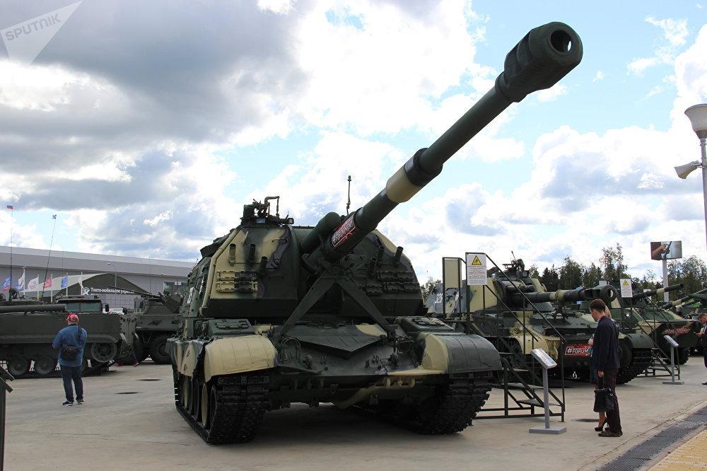 Obuseiro autopropulsado Msta-S é mostrado durante o fórum militar EXÉRCITO 2018