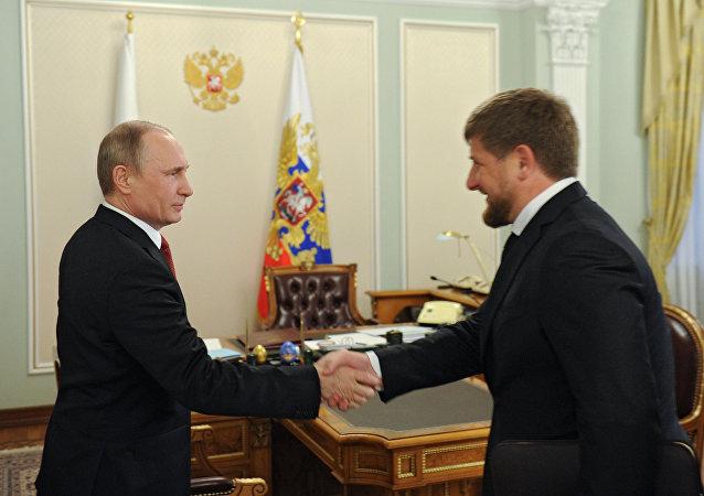 Encontro entre o presidente russo Vladimir Putin e o líder checheno Ramzan Kadyrov em Moscou