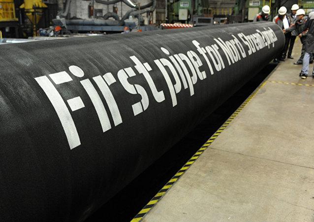 Primeiros tubos para o projeto Nord Stream 2 em uma fábrica da OMK em Vyksa, Rússia.