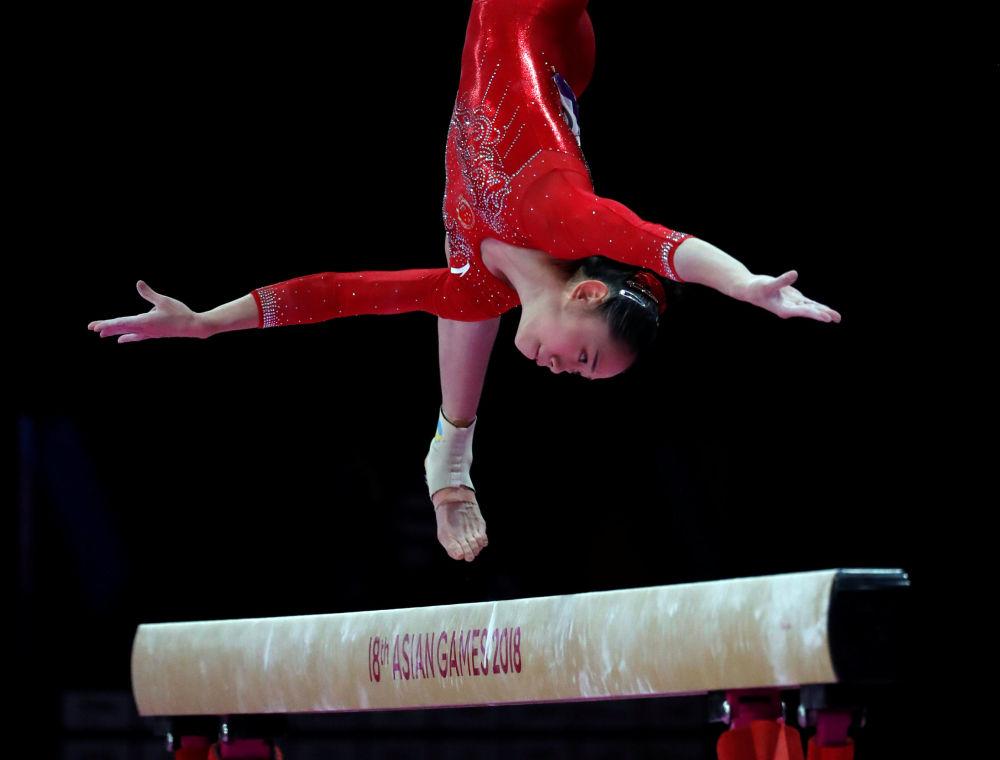 Ginasta chinesa Liu Tingting participa dos Jogos Asiáticos 2018, na modalidade de ginástica artística