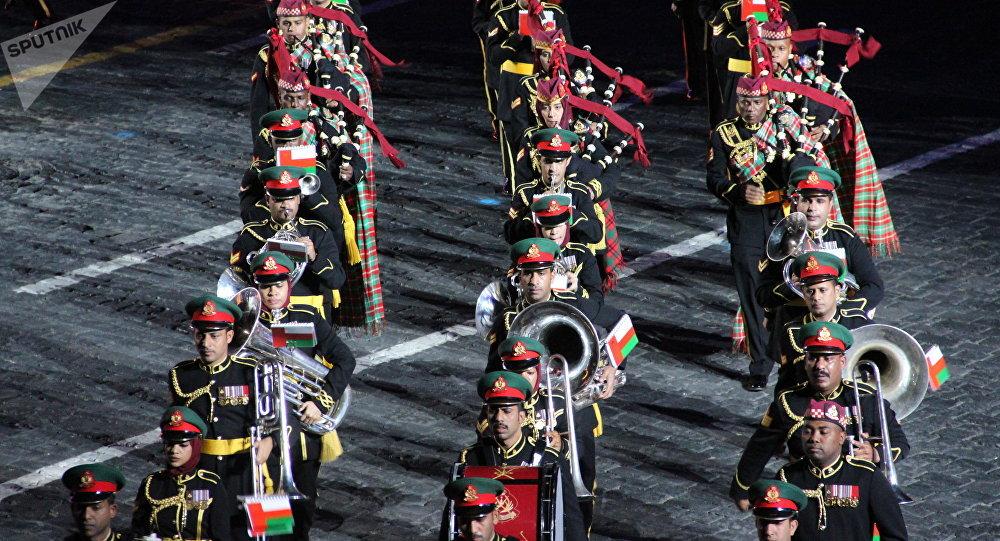 Orquestra Militar da Guarda Real de Omã participa da abertura do festival Spasskaya Bashnya na Praça Vermelha, em 24 de agosto de 2018