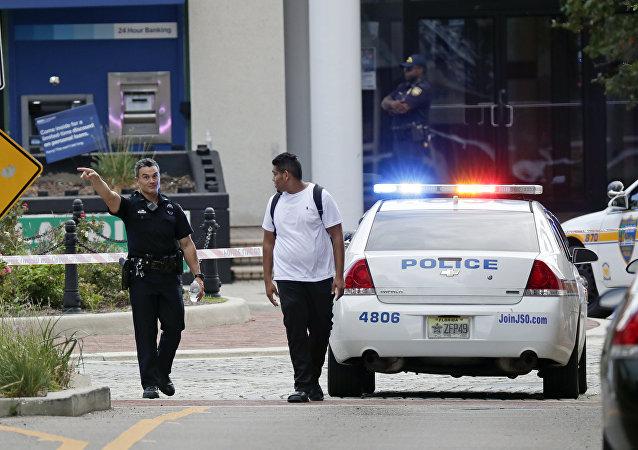 Polícia bloqueia área perto do local de um tiroteio em massa em Jacksonville, Flórida, em 26 de agosto de 2018
