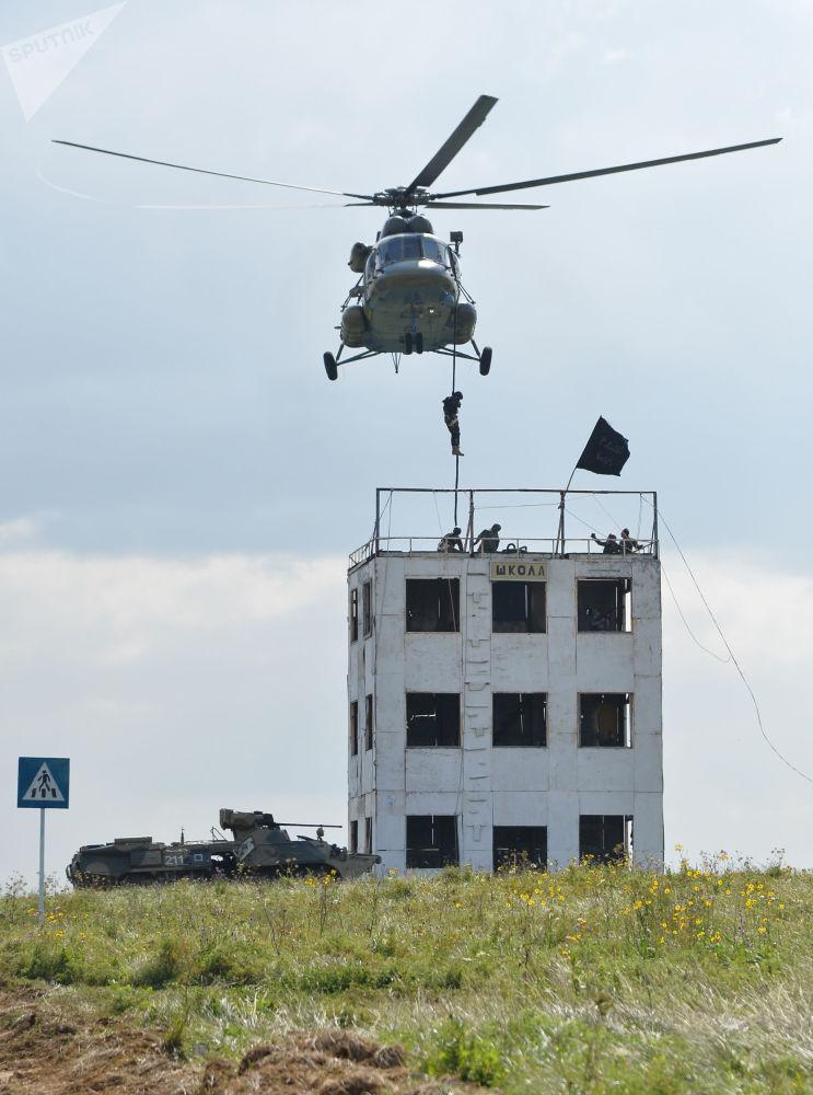 Material militar dos países membros da OCX no polígono russo perto da cidade de Chebarkul no âmbito das manobras internacionais