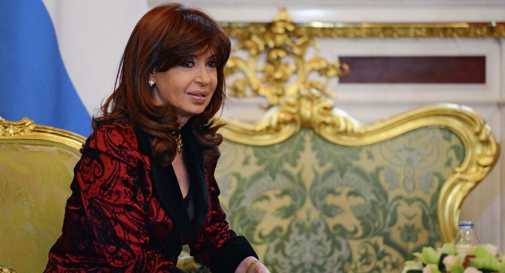 A então presidente da Argentina, Cristina Fernández de Kirchner em encontro com Putin (arquivo)