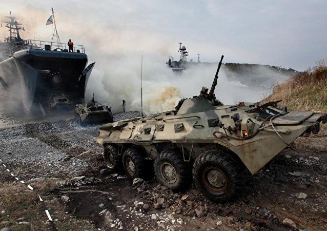 Treinamentos de desembarques aéreos e navais das Forças Armadas da Rússia
