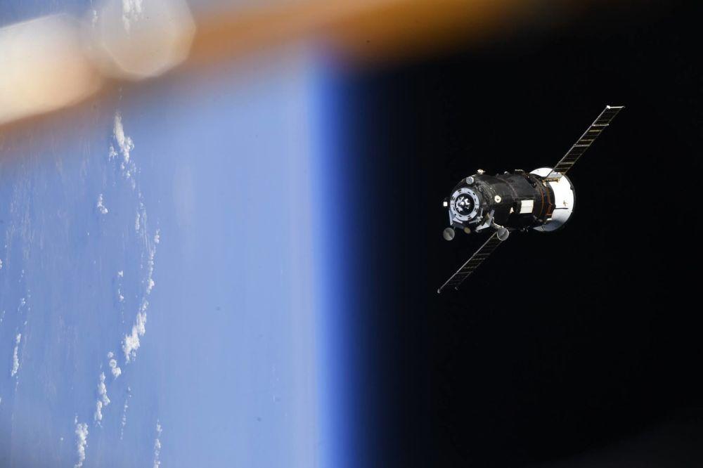 Nave espacial russa Progress MS-08 operando da Estação Espacial Internacional
