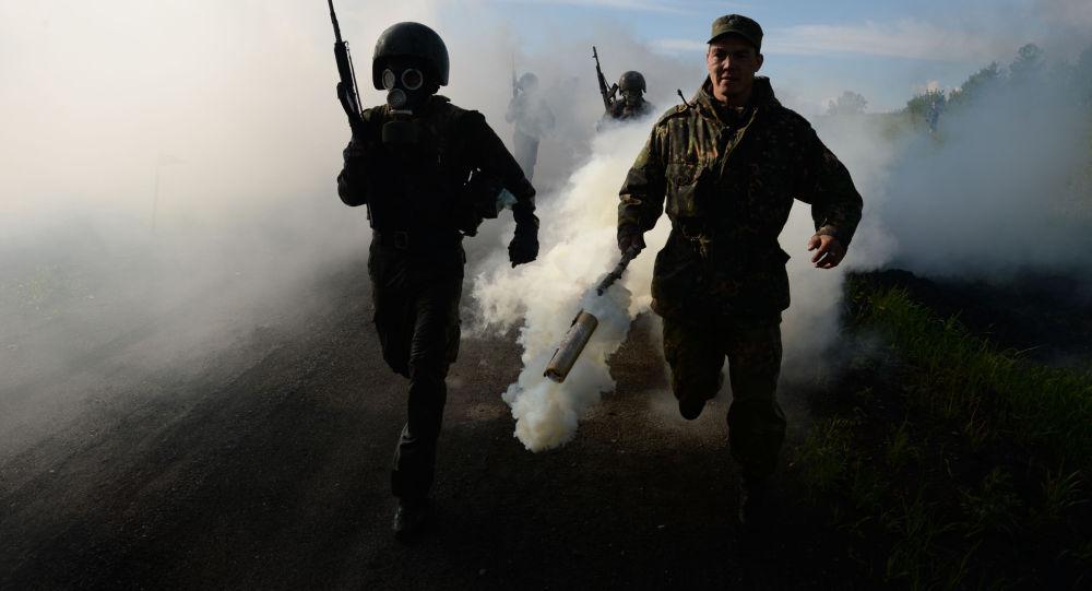Militares russos durante exercícios (foto de arquivo)