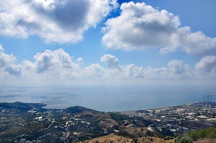 Vista da cidade de Baniyas a partir do Castelo de Margat
