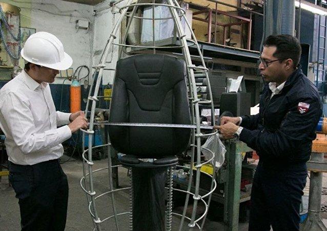 Oficina de produção da cápsula antiterremoto K107 no México