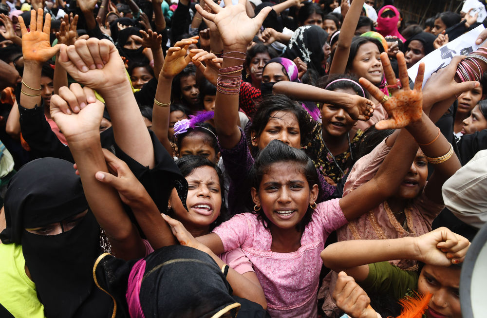 Refugiados rohingyas participam de protestos no aniversário do êxodo em massa desse povo de Mianmar para Bangladesh
