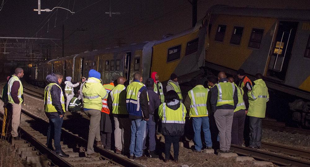 Serviços de emergência no lugar da colisão de trens na África do Sul (foto de arquivo)