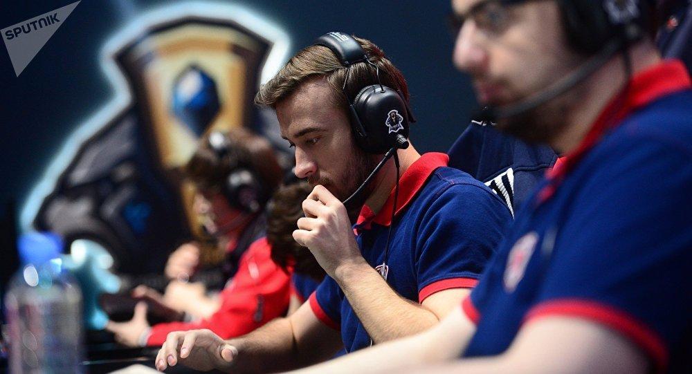 Participantes da final do game League of Legends no complexo de cinema e televisão Glavkino na região de Moscou.
