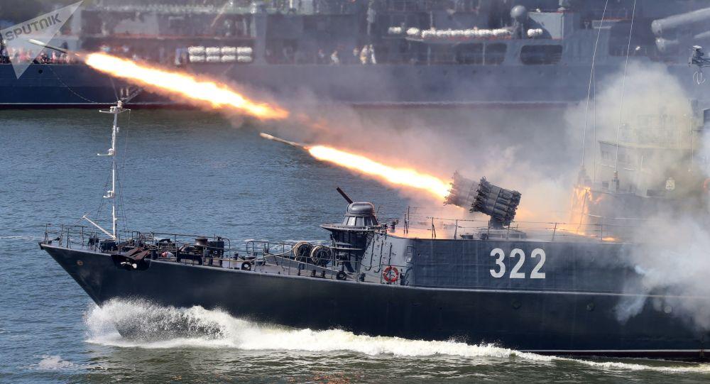 Lançamento de um míssil antissubmarino RBU-600