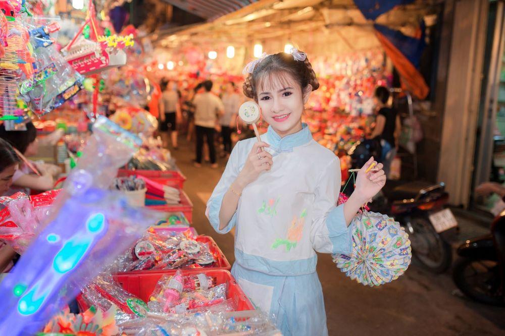 Chinesa pousando em um mercado